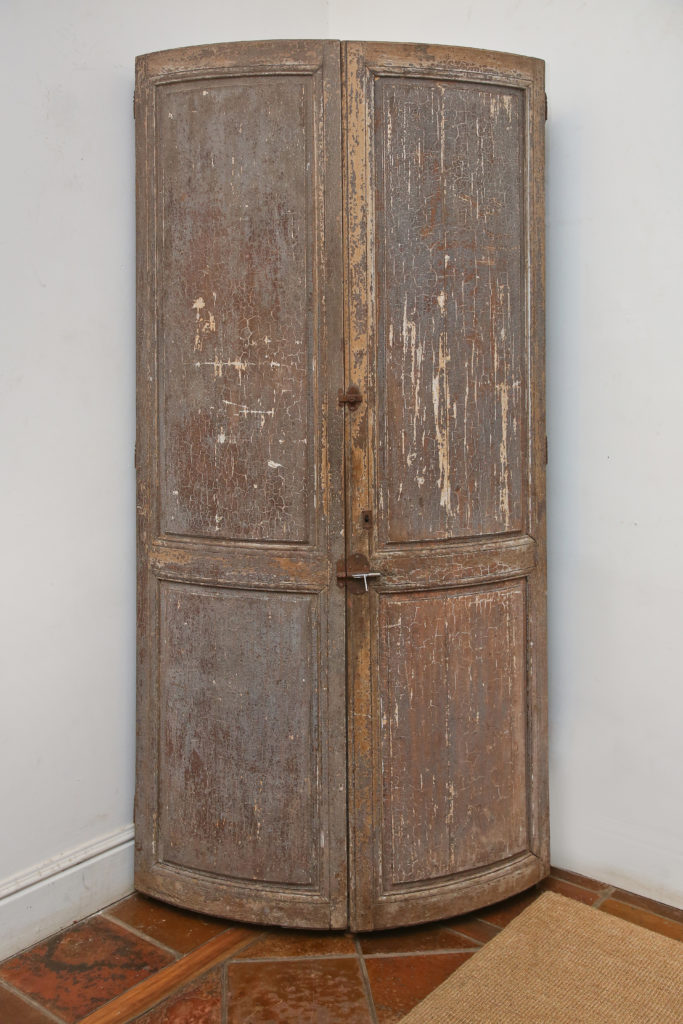 Corner Cupboard 1