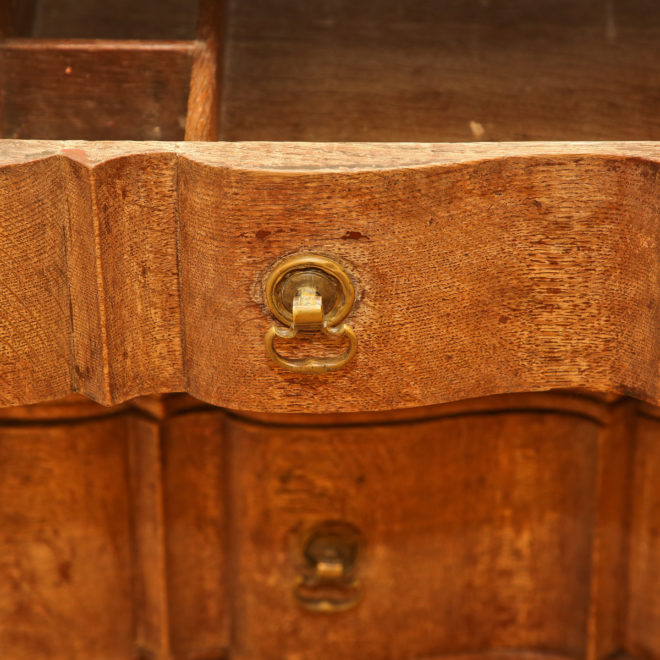 Oak chest of drawers 4